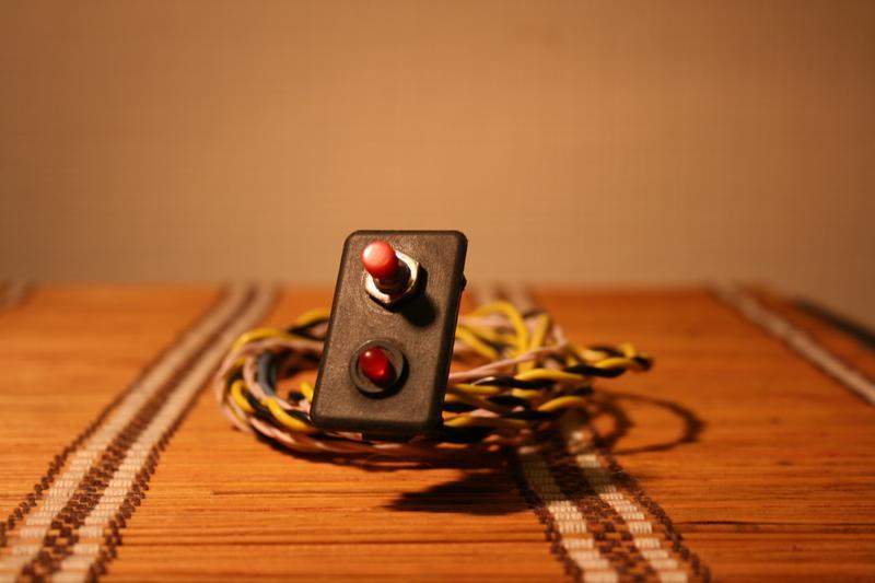 Блок питания монитора и проводка, плюс в гофре по всей длине.