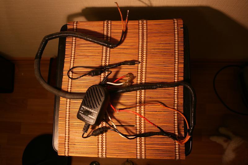 Коннекторы к БП, минус и коннектор к монитору.