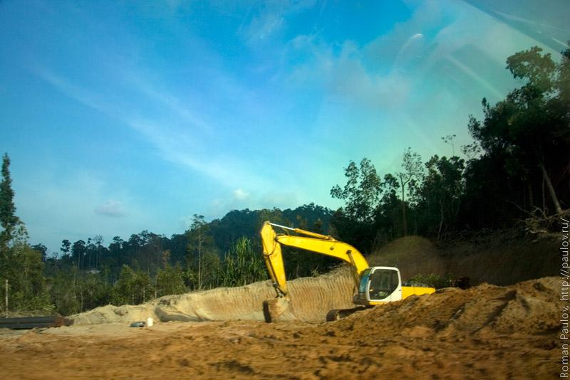 Строительство дороги в тайской деревне