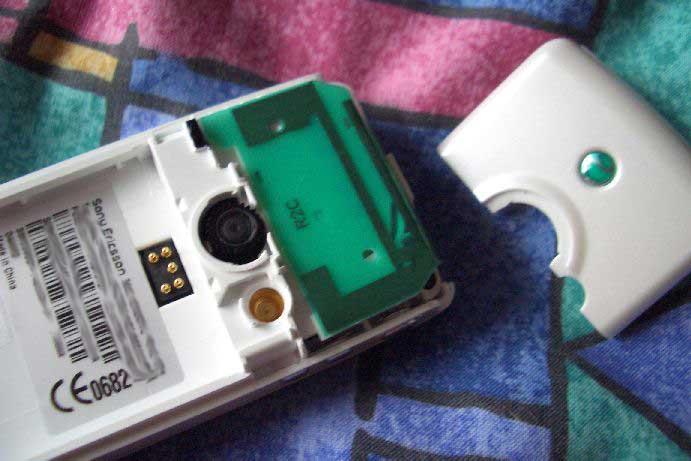 Как разобрать телефон Sony Ericsson T630 (4)