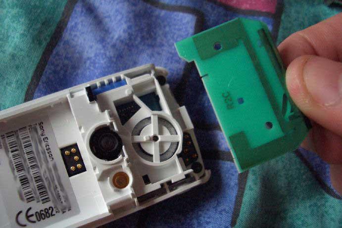 Как разобрать телефон Sony Ericsson T630 (5)
