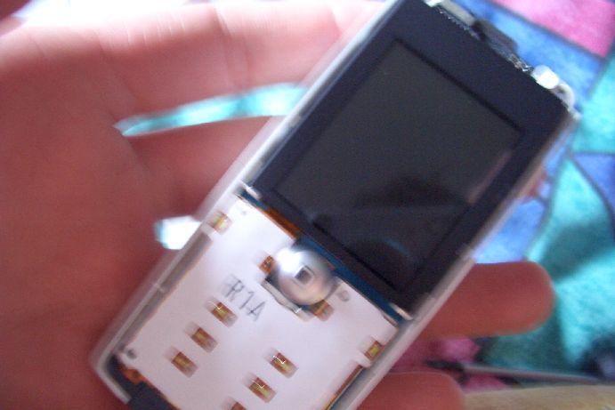 Как разобрать телефон Sony Ericsson T630 (7)