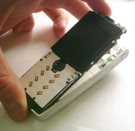Как разобрать телефон Sony Ericsson T610 (8)