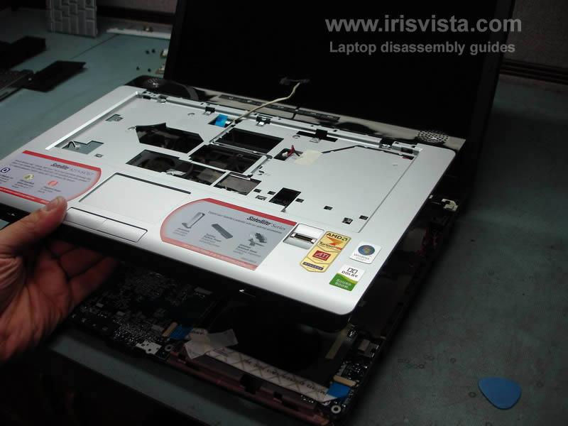 как разобрать ноутбук Toshiba Satellite A210 и Toshiba Satellite A215 и сменить экран (12)