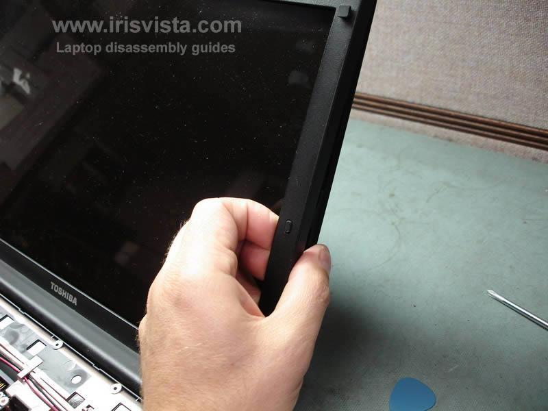 как разобрать ноутбук Toshiba Satellite A210 и Toshiba Satellite A215 и сменить экран (16)