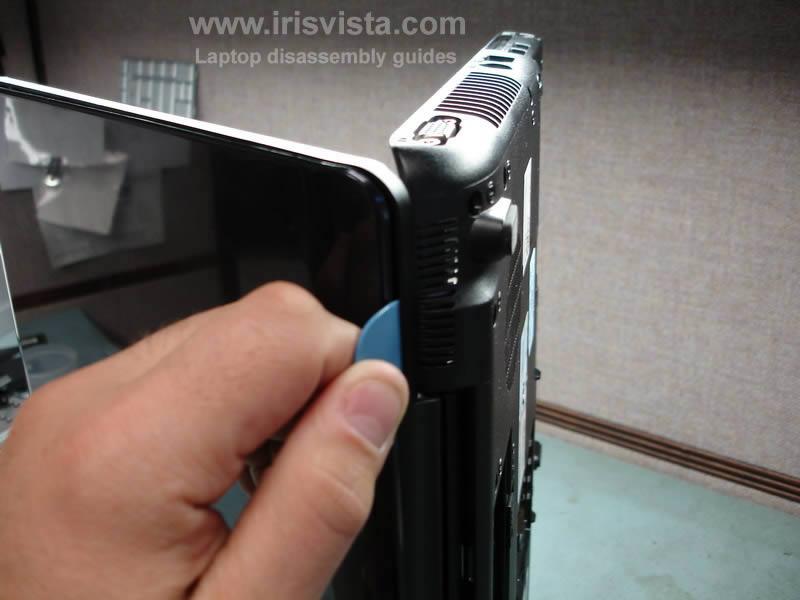 как разобрать ноутбук Toshiba Satellite A210 и Toshiba Satellite A215 и сменить экран (18)