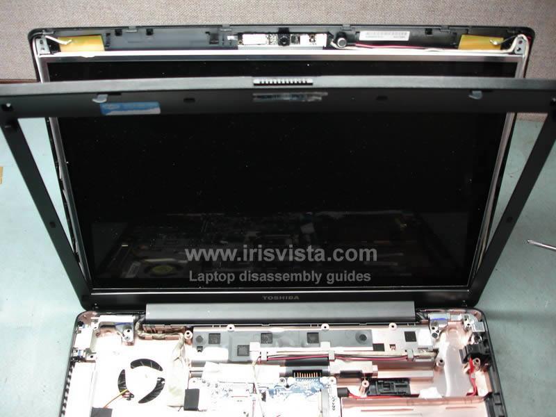 как разобрать ноутбук Toshiba Satellite A210 и Toshiba Satellite A215 и сменить экран (19)