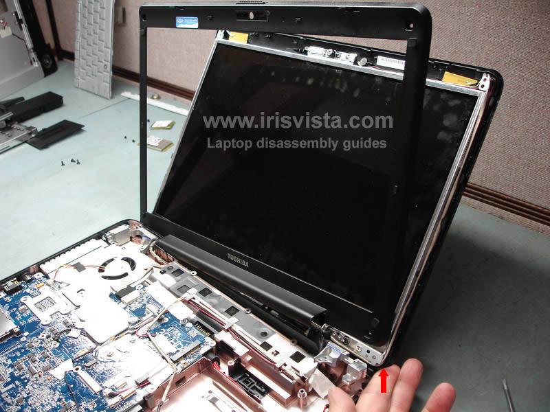 как разобрать ноутбук Toshiba Satellite A210 и Toshiba Satellite A215 и сменить экран (21)