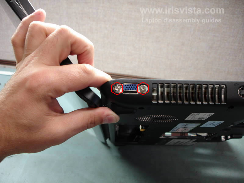 как разобрать ноутбук Toshiba Satellite A210 и Toshiba Satellite A215 и сменить экран (22)
