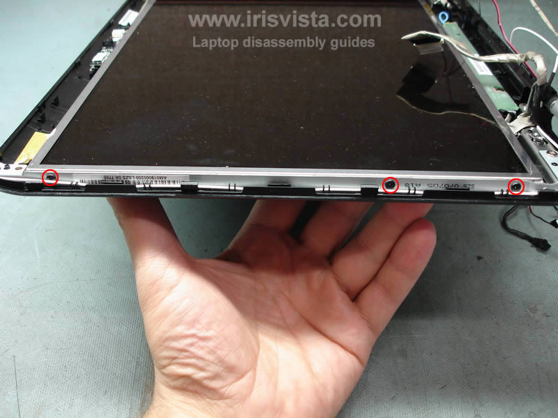 как разобрать ноутбук Toshiba Satellite A210 и Toshiba Satellite A215 и сменить экран (26)
