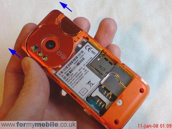 лицевую панель телефона.