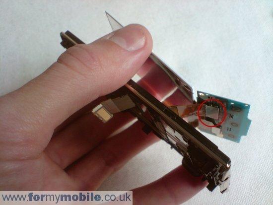 Как разобрать телефон Sony Ericsson W705 (10)