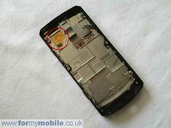 Как разобрать телефон Samsung i8910 Omnia HD (12)