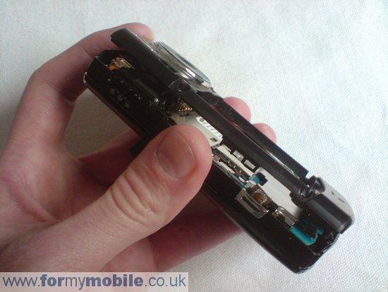 Как разобрать телефон Samsung i8510 INNOV8 (3)