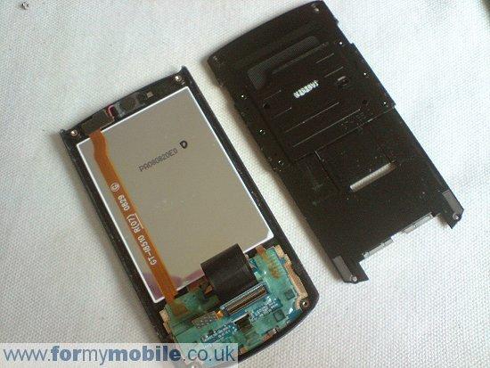 Как разобрать телефон Samsung i8510 INNOV8 (10)