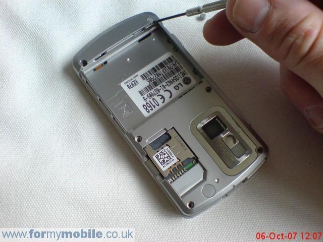 как разобрать телефон LG KE970 (3)