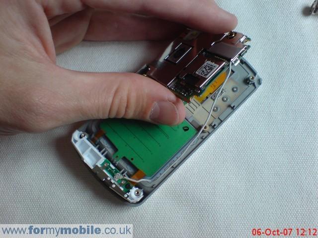 как разобрать телефон LG KE970 (6)
