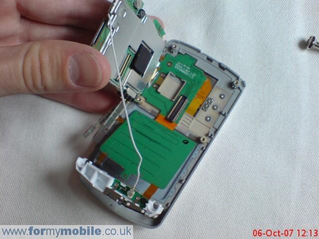как разобрать телефон LG KE970 (7)