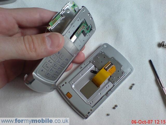 как разобрать телефон LG KE970 (8)