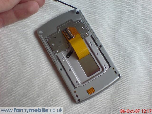 как разобрать телефон LG KE970 (9)