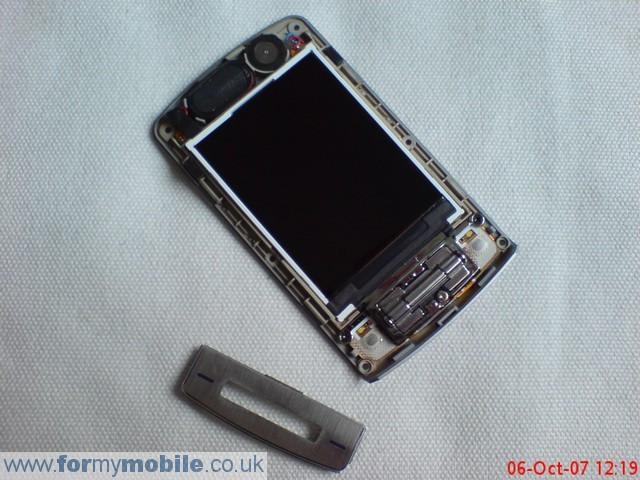 как разобрать телефон LG KE970 (11)