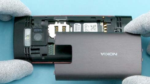 Как разобрать телефон Nokia X2 00 для замены дисплея или корпуса (2)