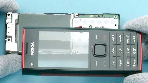 Как разобрать телефон Nokia X2 00 для замены дисплея или корпуса (15)
