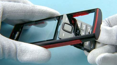 Как разобрать телефон Nokia X2 00 для замены дисплея или корпуса (40)