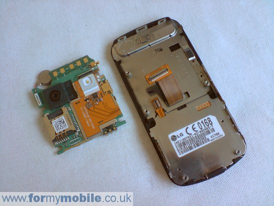 как разобрать телефон LG KC780 (6)