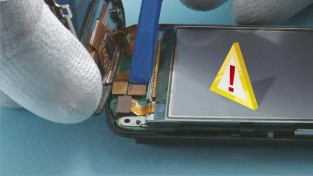 Как разобрать телефон Nokia C6-01 (40)