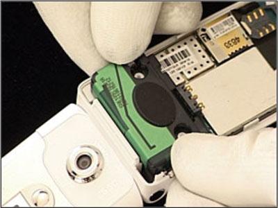 Как собрать телефон Sony Ericsson Z550i/Z550c/Z550a/Z558i/Z558c после замены деталей (32)