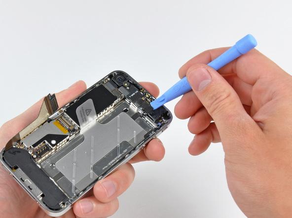 Как разобрать телефон iPhone 4 (24)
