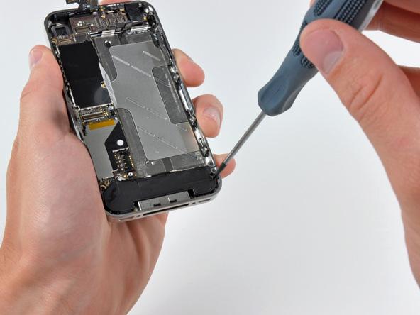 Как разобрать телефон iPhone 4 (27)