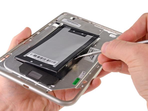 Как разобрать планшет Barnes & Noble NOOK Tablet (12)
