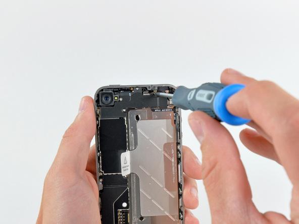 Как разобрать телефон iPhone 4 (15)