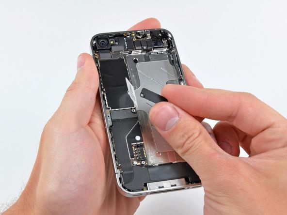 Как разобрать телефон iPhone 4 (19)
