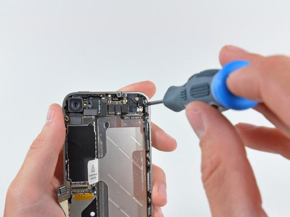 Как разобрать телефон iPhone 4 (21)