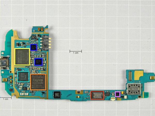 Как разобрать телефон Samsung Galaxy S III (17)
