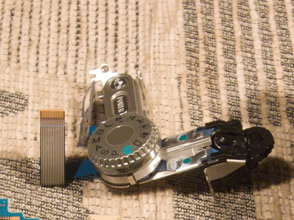 Как разобрать фотоаппарат Sony Cyber-shot DSC-H2 (41)