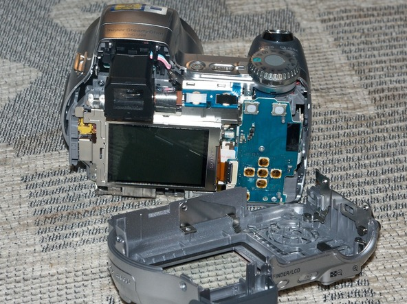Как разобрать фотоаппарат Sony Cyber-shot DSC-H2 (13)