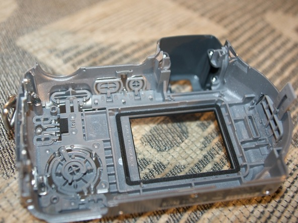 Как разобрать фотоаппарат Sony Cyber-shot DSC-H2 (14)