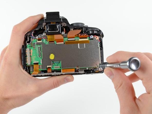 Как разобрать фотоаппарат Nikon D5100 (11)