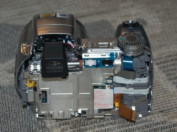 Как разобрать фотоаппарат Sony Cyber-shot DSC-H2 (18)