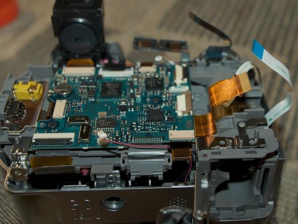 Как разобрать фотоаппарат Sony Cyber-shot DSC-H2 (20)