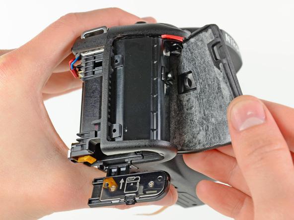 Как разобрать фотоаппарат Nikon D5100 (16)