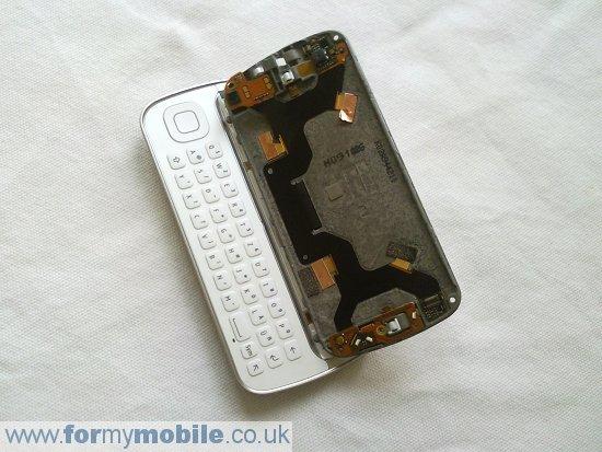 Как разобрать телефон Nokia N97 (12)