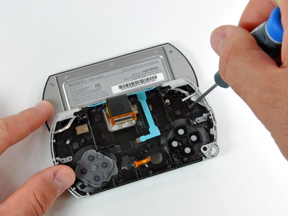Как разобрать игровую консоль Sony PSP Go (22)