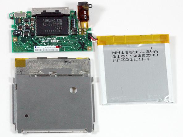 Как разобрать плеер Apple iPod Nano 3-го поколения (11)