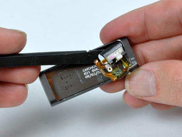 Как разобрать плеер Apple iPod Shuffle 3-го поколения (17)