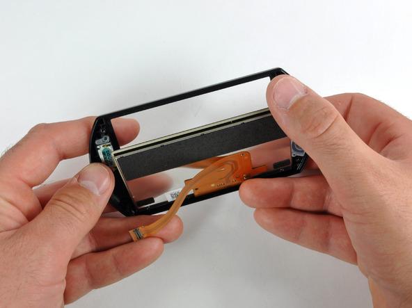 Как разобрать игровую консоль Sony PSP Go (25)